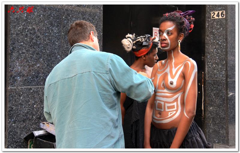 六只眼:曼哈顿街头裸女_图1-1