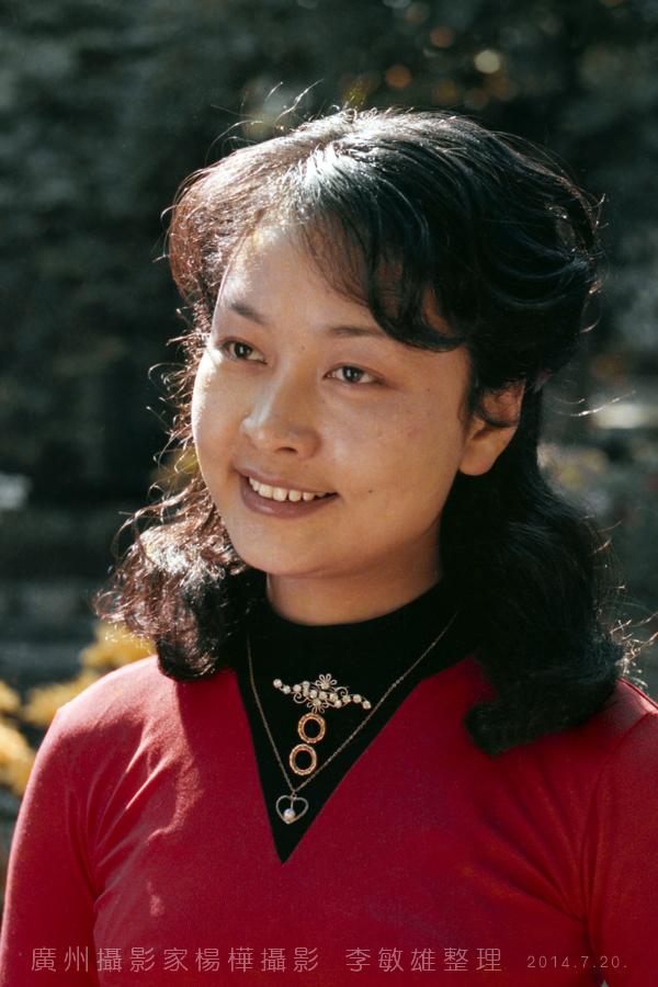 中国人的骄傲:著名歌唱家彭丽媛八十年代初的照片_图1-9