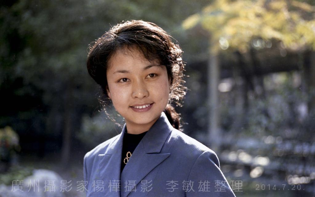 中国人的骄傲:著名歌唱家彭丽媛八十年代初的照片_图1-10