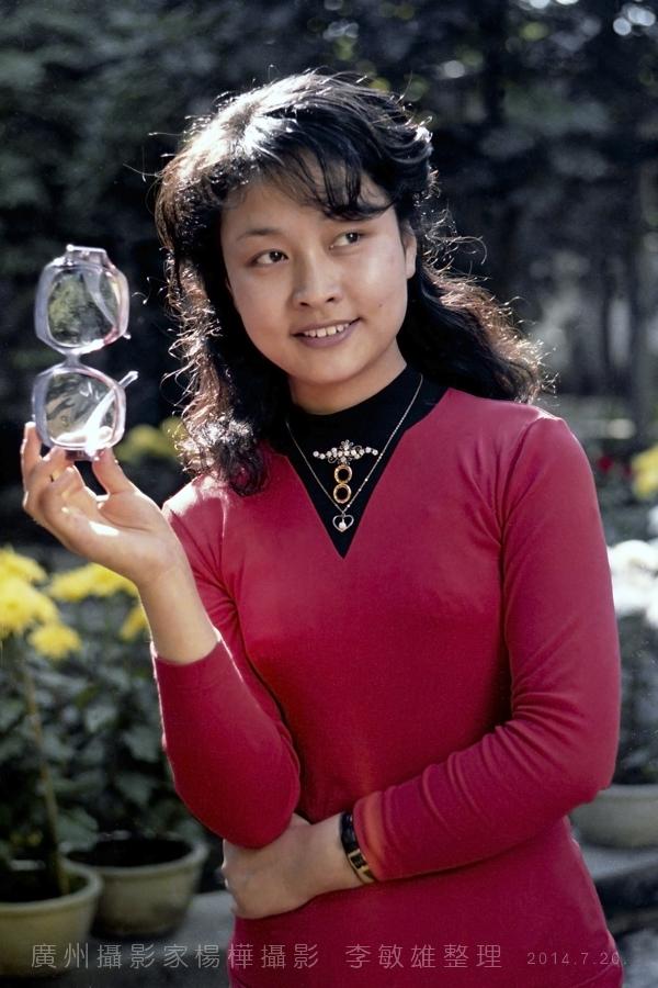 中国人的骄傲:著名歌唱家彭丽媛八十年代初的照片_图1-7