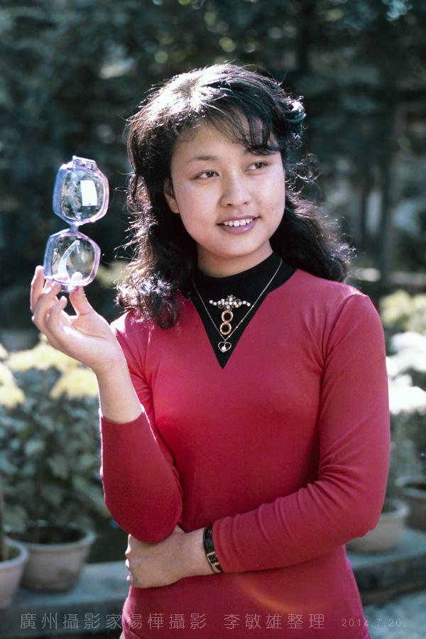 中国人的骄傲:著名歌唱家彭丽媛八十年代初的照片_图1-4