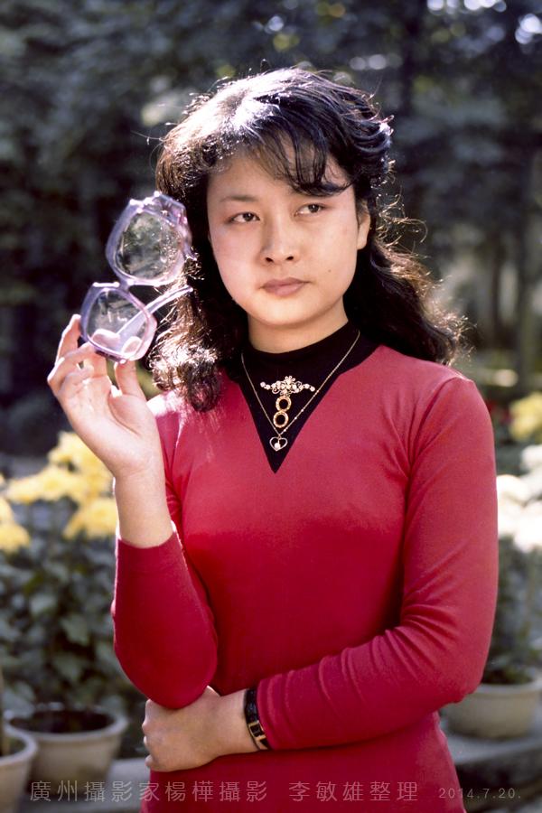 中国人的骄傲:著名歌唱家彭丽媛八十年代初的照片_图1-3