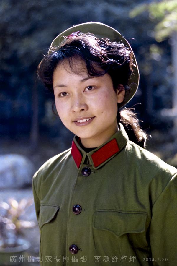 中国人的骄傲:著名歌唱家彭丽媛八十年代初的照片_图1-2