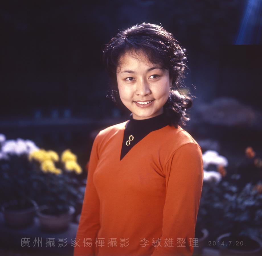 中国人的骄傲:著名歌唱家彭丽媛八十年代初的照片_图1-16