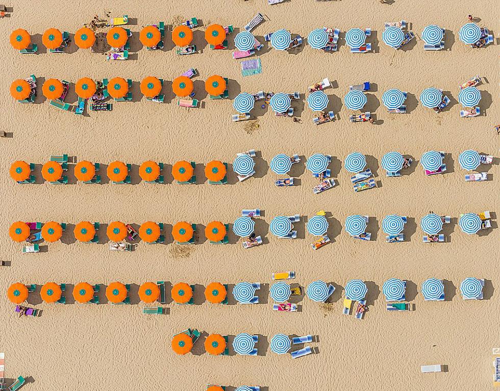 德国摄影师航拍沙滩伞图 五彩缤纷景象壮观_图1-6