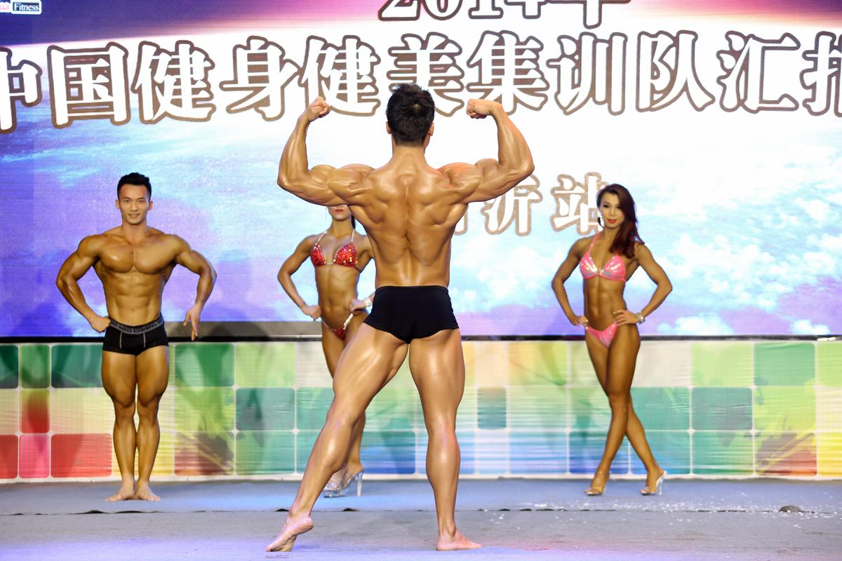 中国健身健美队帅哥美女出征前