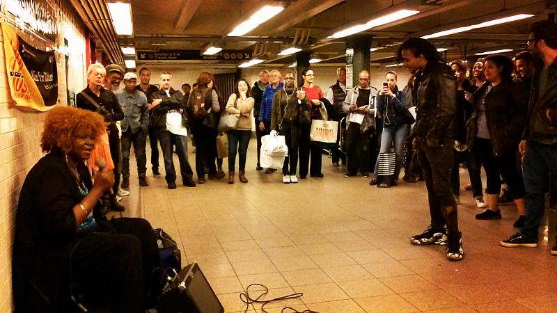 「ALICE TAN RIDLEY」地铁歌手