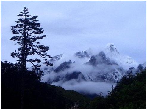 贡嘎山探险遇雪崩——惊险中感悟人生哲理、沿途美景妙不可言 ..._图1-1