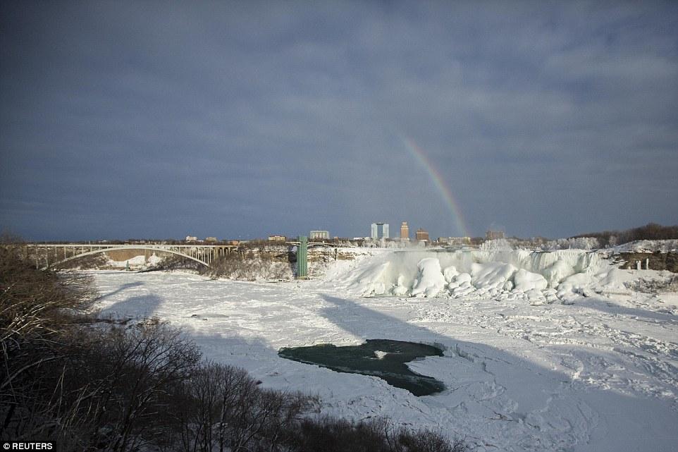 世界八大奇景之一被冻住了!_图1-3