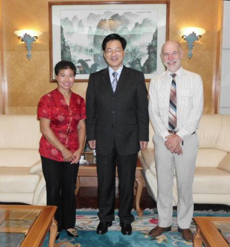 """莫桑比克囯会教授英语,她是""""中国第一人""""     (夏中华)_图1-11"""