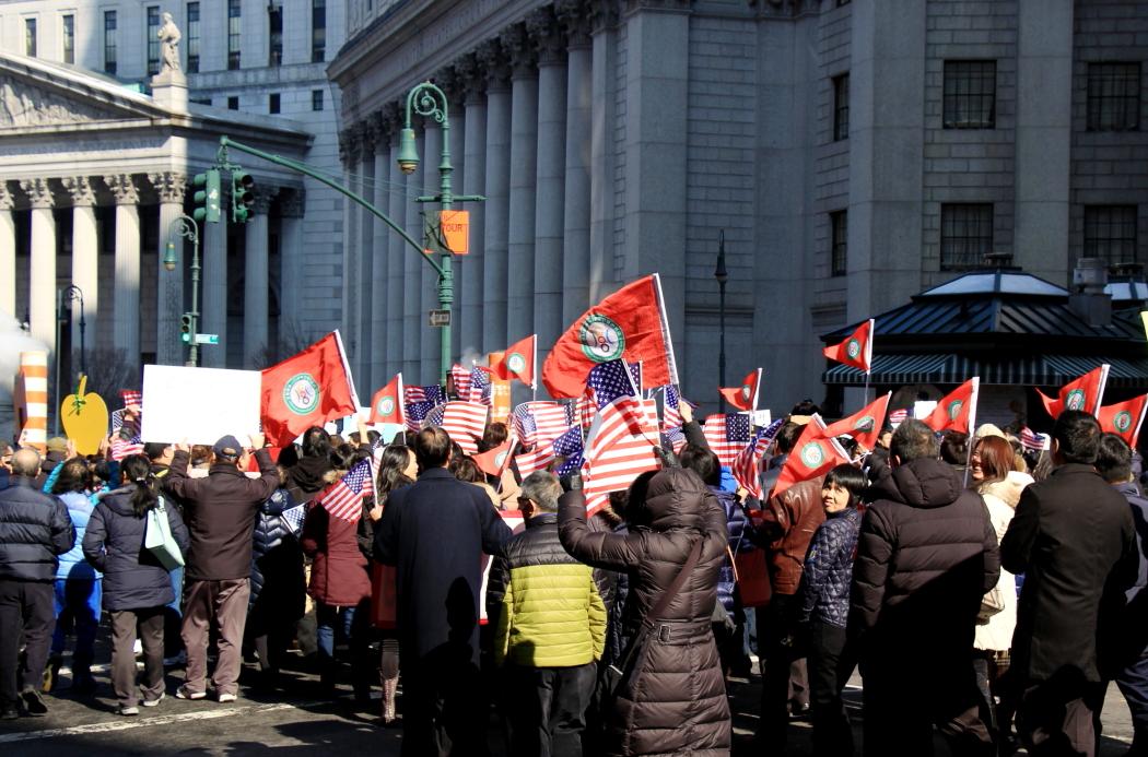 纽约举行支持声援梁警官的游行_图2-12
