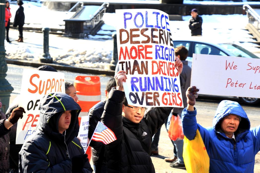 纽约举行支持声援梁警官的游行_图2-18