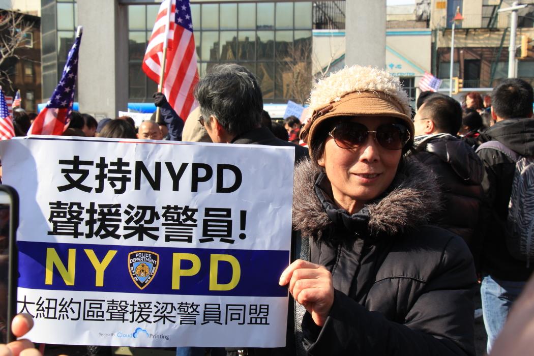 纽约举行支持声援梁警官的游行_图2-22