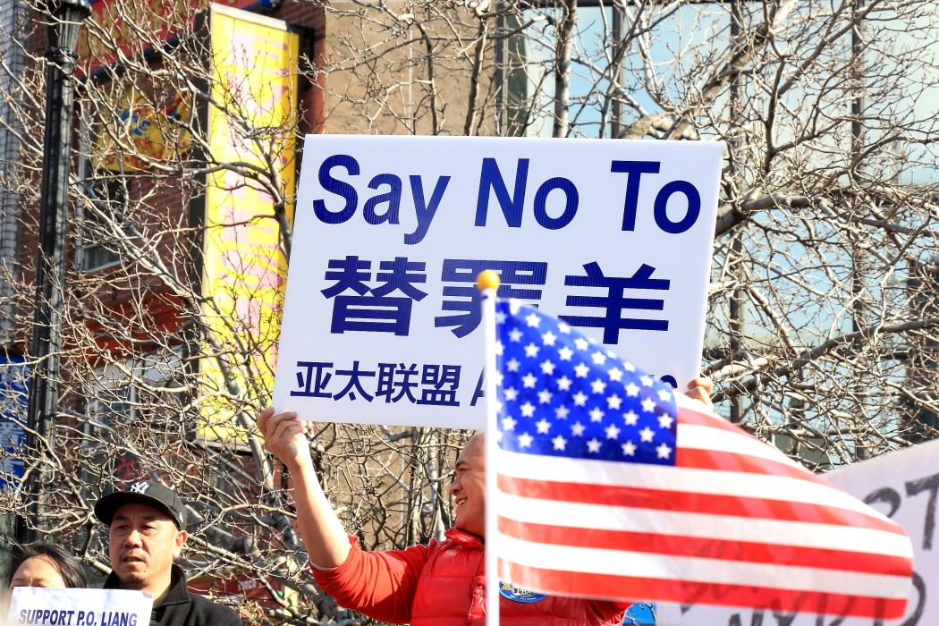 纽约举行支持声援梁警官的游行_图2-23