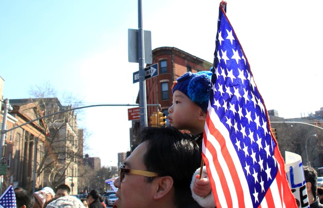 纽约举行支持声援梁警官的游行_图2-24