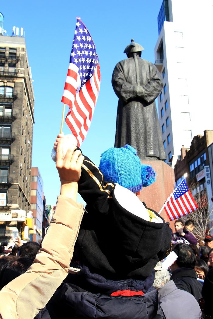 纽约举行支持声援梁警官的游行_图2-25