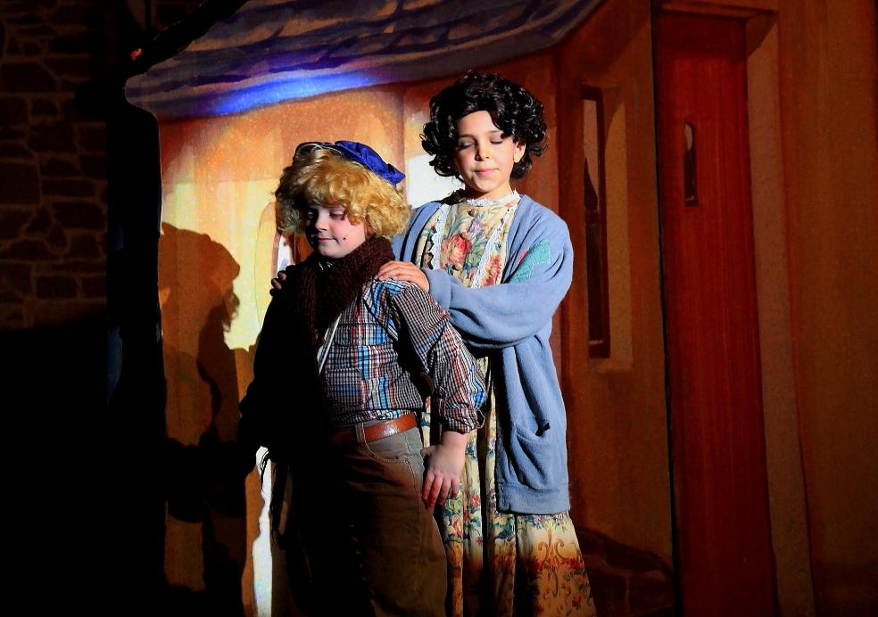 小学生演出的音乐剧《Willy Wonka》_图1-5