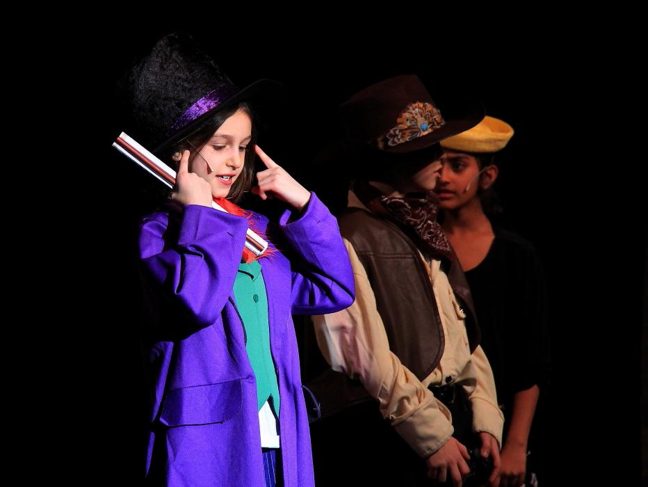 小学生演出的音乐剧《Willy Wonka》_图1-9
