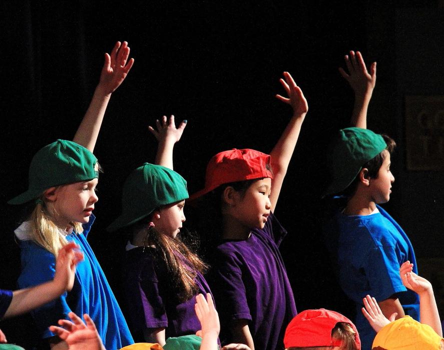 小学生演出的音乐剧《Willy Wonka》_图1-10