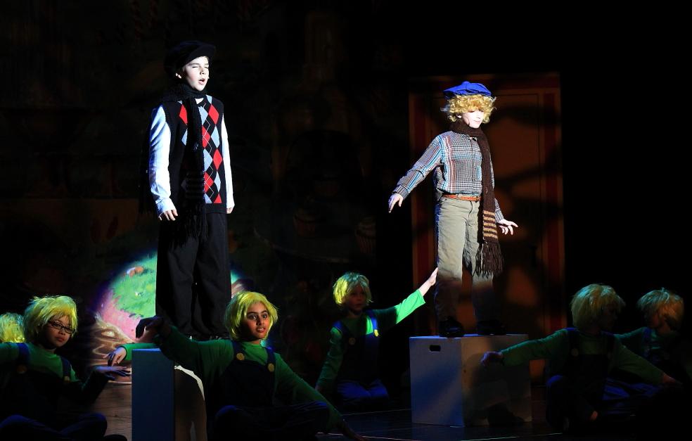 小学生演出的音乐剧《Willy Wonka》_图1-14