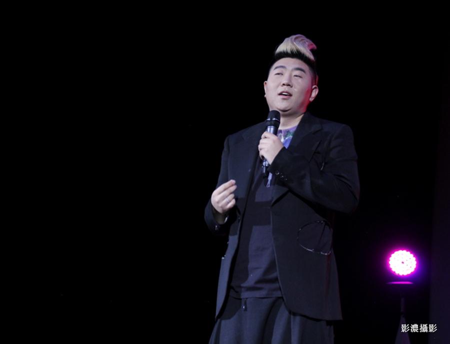 舞台上的歌手_图1-17