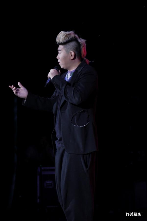 舞台上的歌手_图1-18