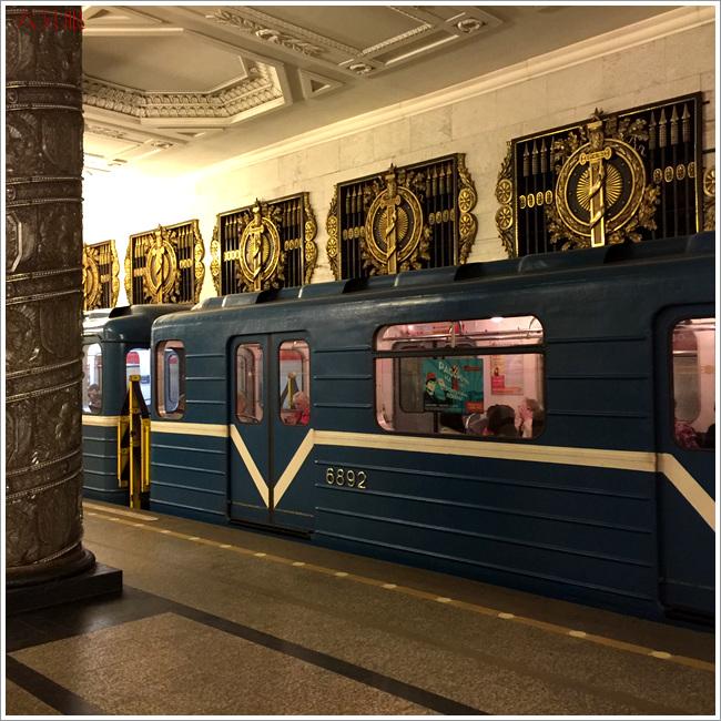 """六只眼:享有""""地下的艺术殿堂""""之美称的莫斯科地铁站_图1-18"""