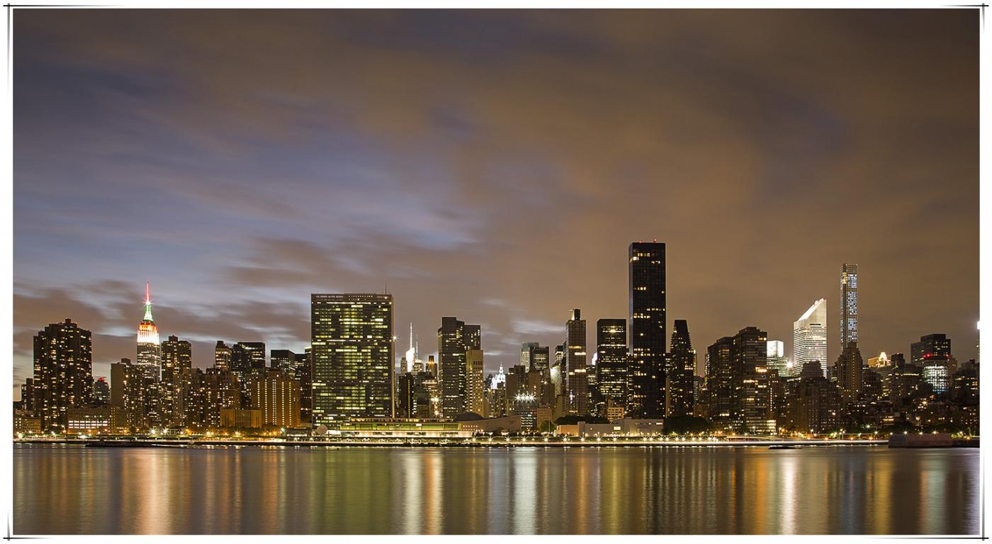 帝国大厦放彩灯庆祝第二十五届纽约香港龙舟节_图1-4