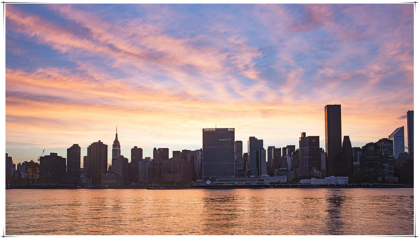 帝国大厦放彩灯庆祝第二十五届纽约香港龙舟节_图1-3