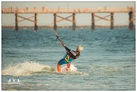 风筝冲浪(kitesurfing;kiteboarding;flysur