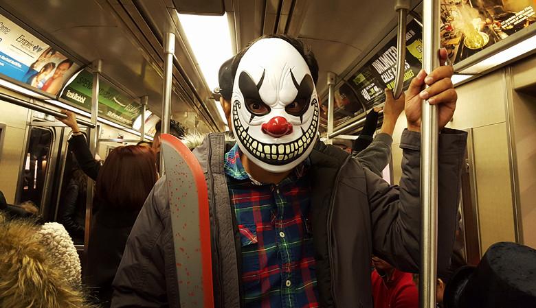 HALLOWEEN之夜、地铁站抓拍白