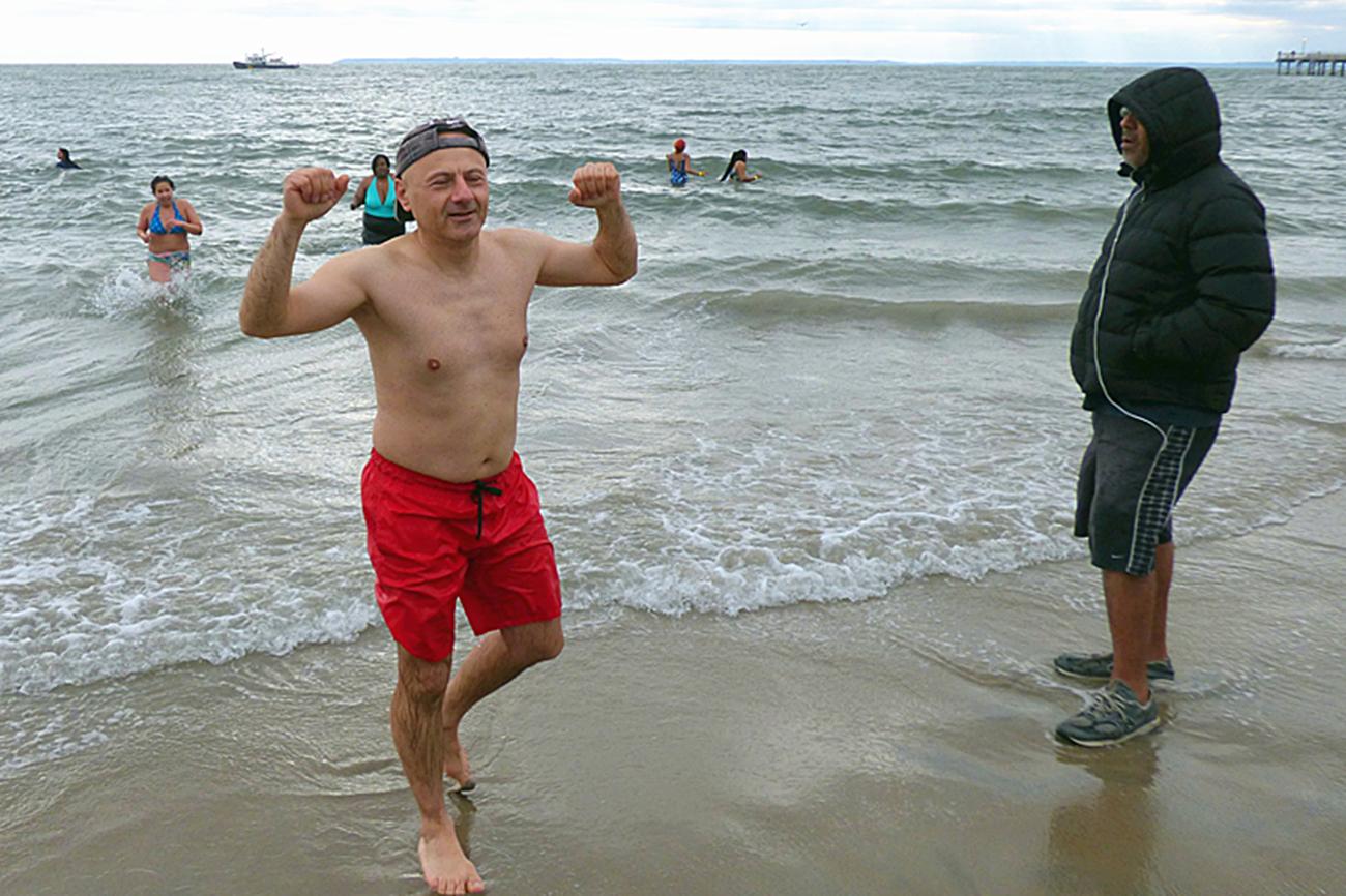 纽约冬泳_图1-11