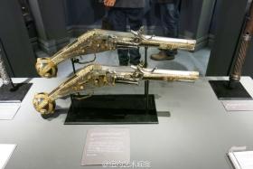 纽约军械库里的冷兵器与热兵器