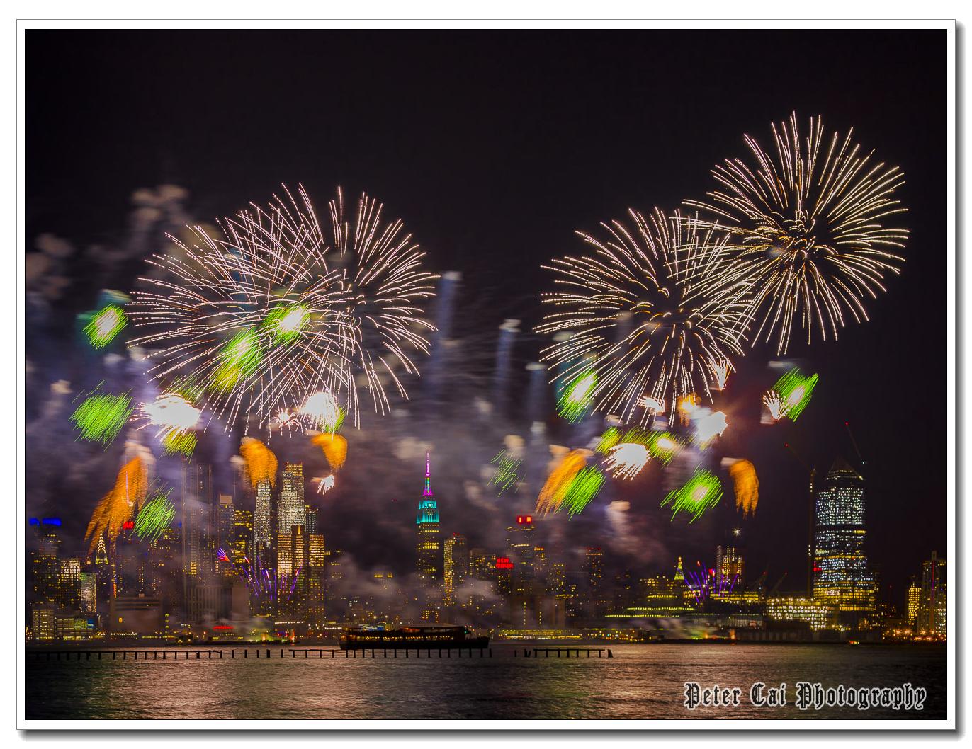 昨晚纽约施放焰火来庆祝中国猴年_图1-15
