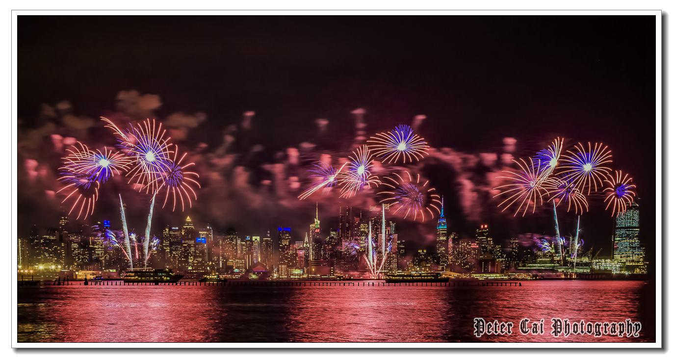 昨晚纽约施放焰火来庆祝中国猴年_图1-2