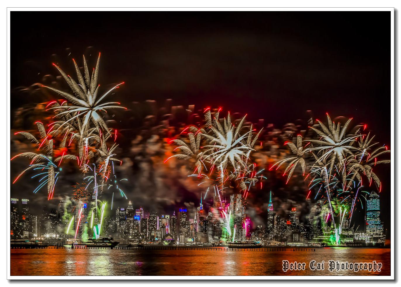 昨晚纽约施放焰火来庆祝中国猴年_图1-4