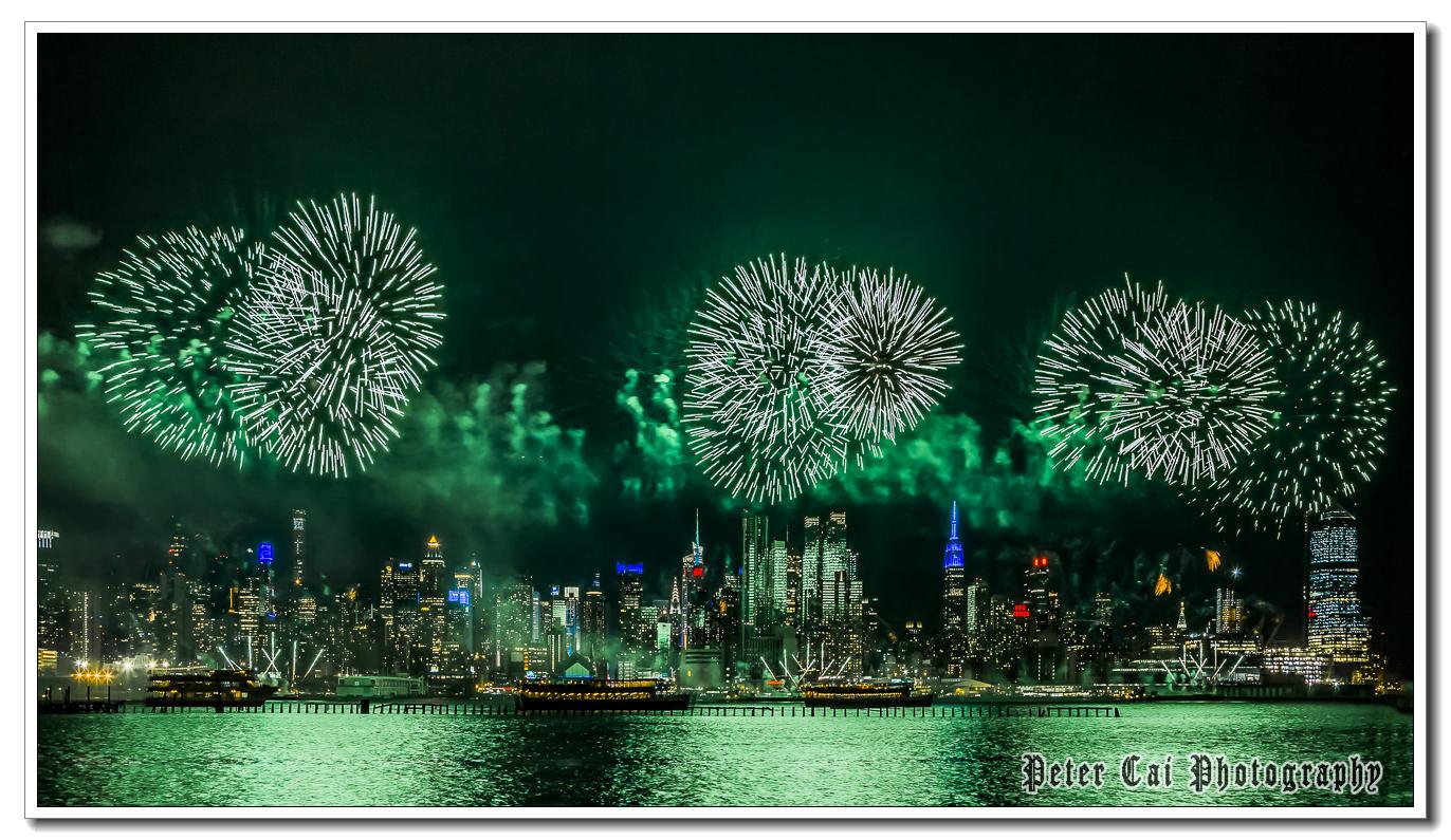 昨晚纽约施放焰火来庆祝中国猴年_图1-6