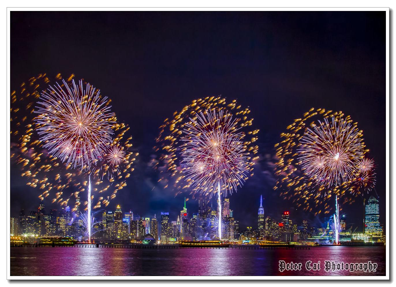 昨晚纽约施放焰火来庆祝中国猴年_图1-10
