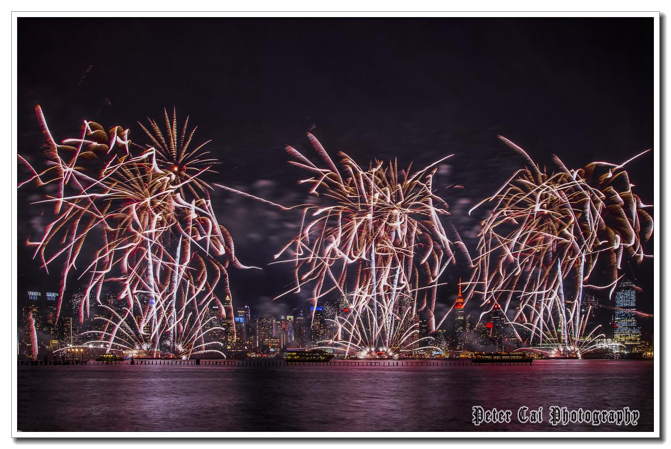 昨晚纽约施放焰火来庆祝中国猴年_图1-13