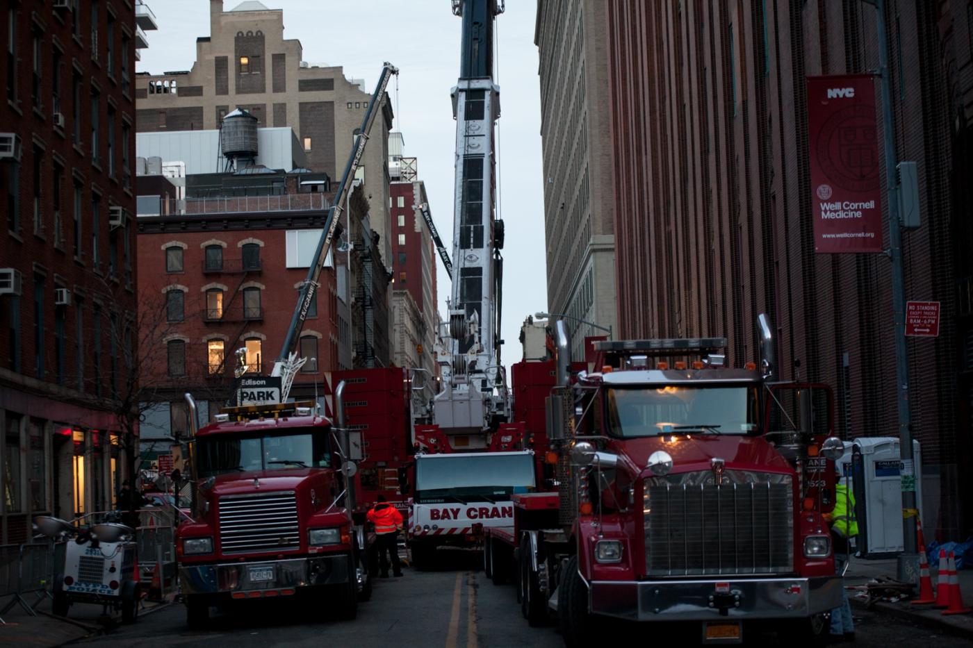 塔吊倾倒第二天傍晚的事故现场