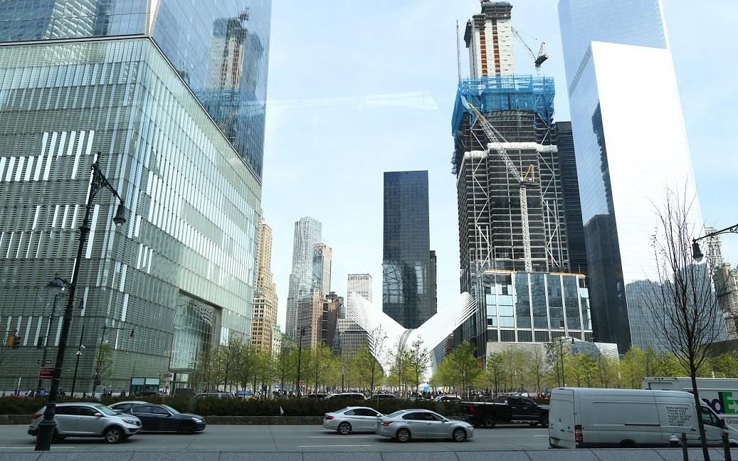 到此一遊,世贸中心內外线条建
