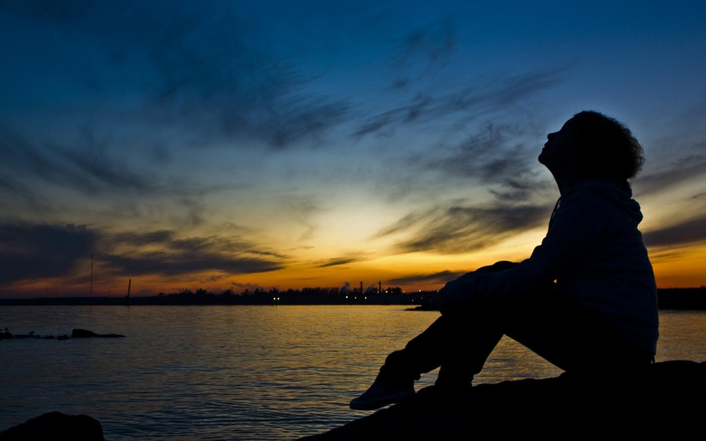黄昏里,一个人的悲伤_图1-1