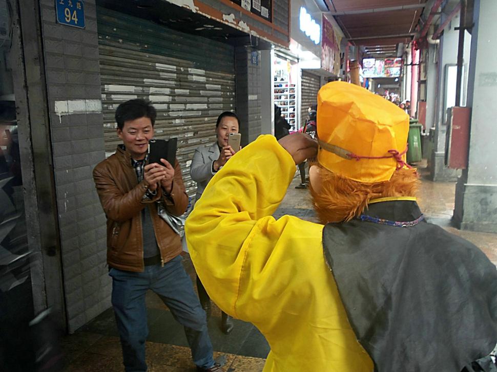 【四格照片】路遇孙悟空_图1-3