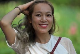 长焦抓拍人像----新疆姑娘自然美