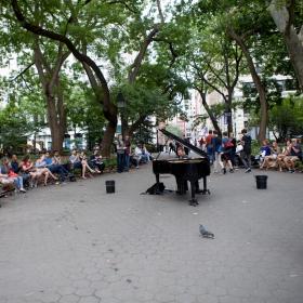 鋼琴搬到大街上----華盛頓廣場的民間藝術演