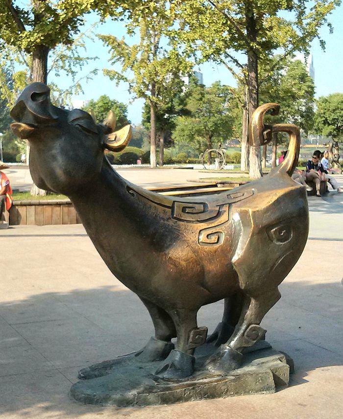 十二生肖铜雕像_图1-2