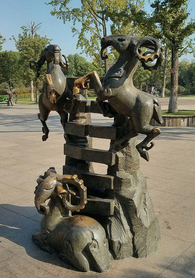 十二生肖铜雕像_图1-8