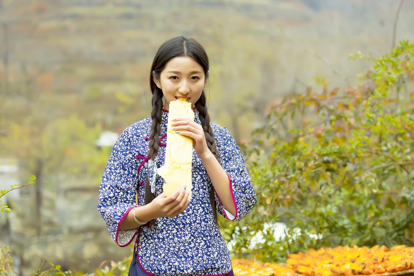 """蒙山人家走来一位可爱的""""煎饼mm"""" 地道的临沂大嫚范_图1-5"""