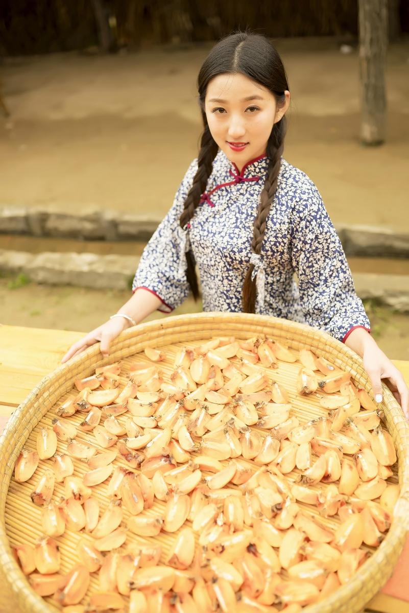 煎饼mm刘晓旭来到蒙山人家柿子节客串柿子西施_图1-6