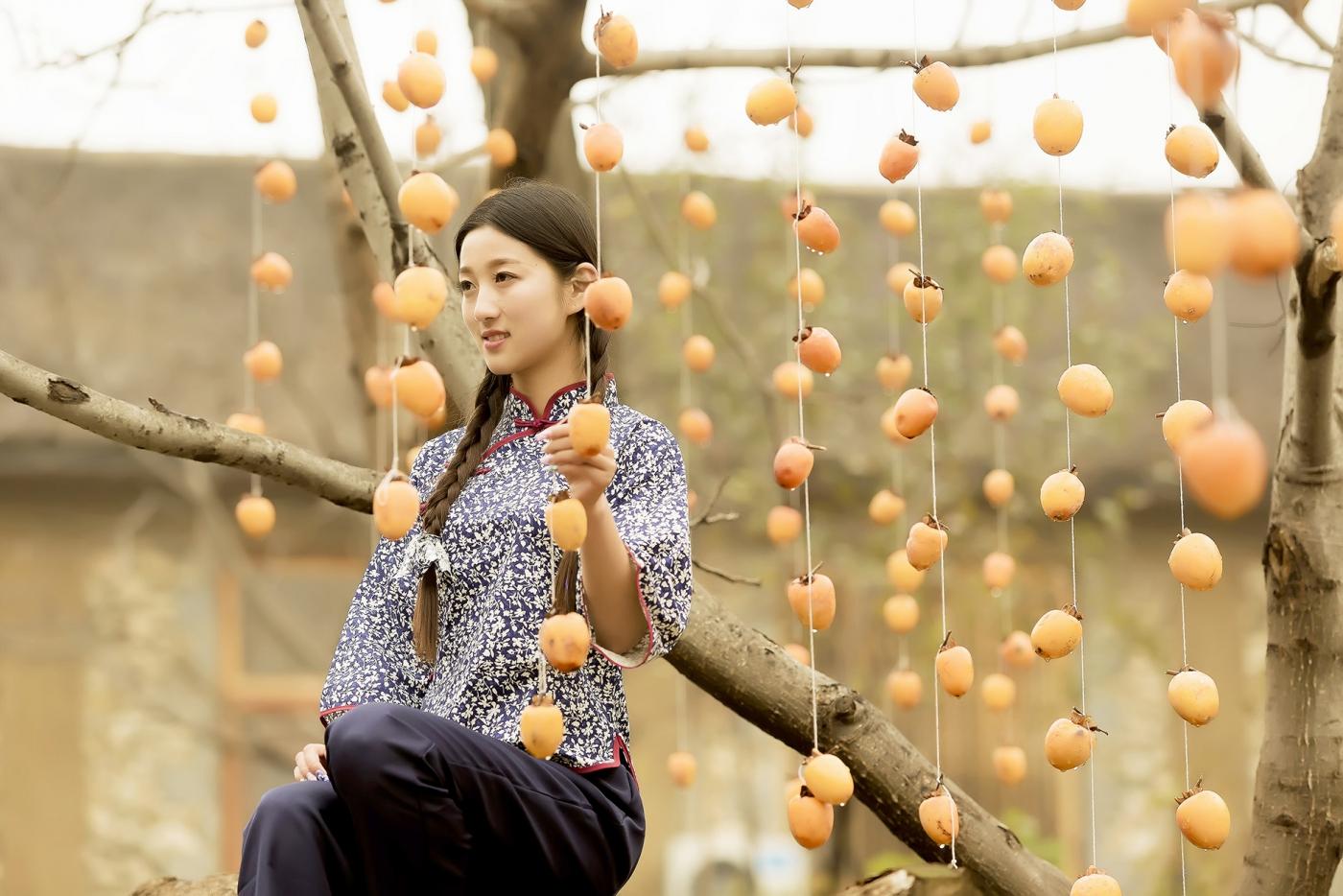 煎饼mm刘晓旭来到蒙山人家柿子节客串柿子西施_图1-8